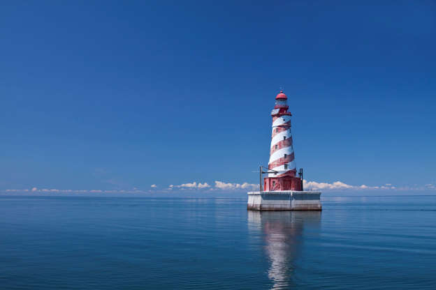 Слайд 16 из 17: A red and white striped lighthouse.