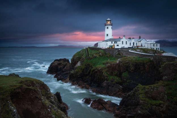 Слайд 9 из 17: The lighthouse at Fanad Head during sunrise.