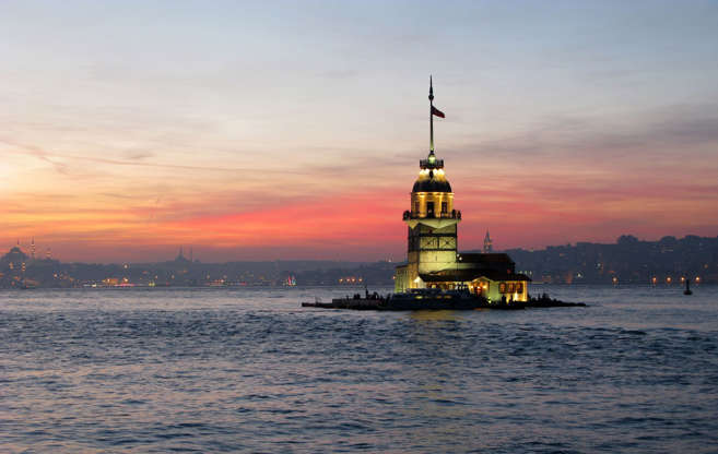 Слайд 12 из 17: Turkey, Istanbul , Leander's Tower at twilight, Uskudar, former lighthouse at the entrance to the Bosphorus. (Photo by: Andia/UIG via Getty Images)