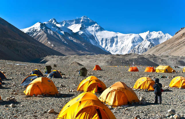 Διαφάνεια 15 από 37: The Everest Base camp is the one of the most popular trekking routes in the Himalayas, with over 40,000 people visiting every year. You can even fly in on a helicopter for a day trip and indulging in champagne breakfasts with a view. Whatever your experience there, it's not always guaranteed to be quiet.