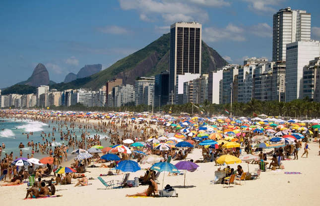 Διαφάνεια 7 από 37: The two-and-a-half mile stretch of Copacabana beach is one of the busiest in the world. An estimated 300,000 people descend on the famous beach on a sunny day, so you'll have to get there early to secure the best spot. Or better yet, head down the sands to Leme if you don't enjoy the buzz.