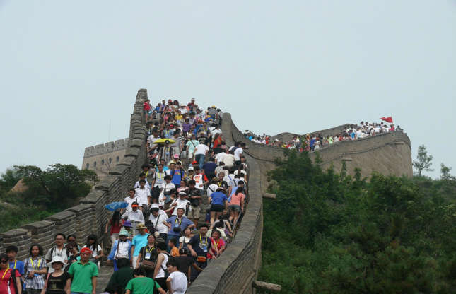 Διαφάνεια 3 από 37: This famous landmark is visited by 10 million people every year. Badaling, which is the most famous and recognizable section of the wall, can be extremely overcrowded, especially on national holidays, and taking a picture without anyone in sight is near impossible.