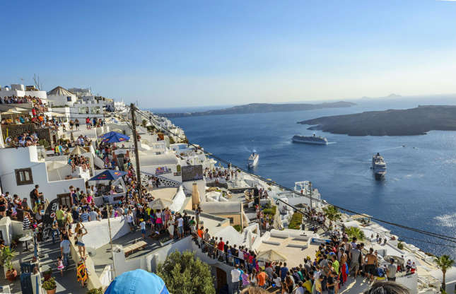 Διαφάνεια 13 από 37: There are as many as 57 flights and two cruise ships bringing in approximately 10,000 people daily. The famed Greek island and its two main villages, Fira and Oia, are so overcrowded during peak season that local authorities have decided to limit the number of people allowed to visit the island every day to 8,000 this year.