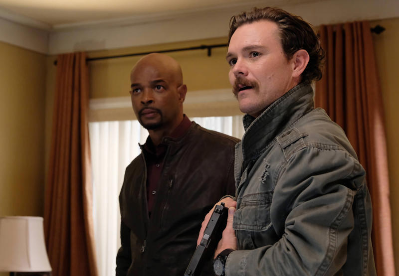 """LETHAL WEAPON: Pictured L-R: Damon Wayans and Clayne Crawford in the """"A Problem Like Maria"""" episode of LETHAL WEAPON"""