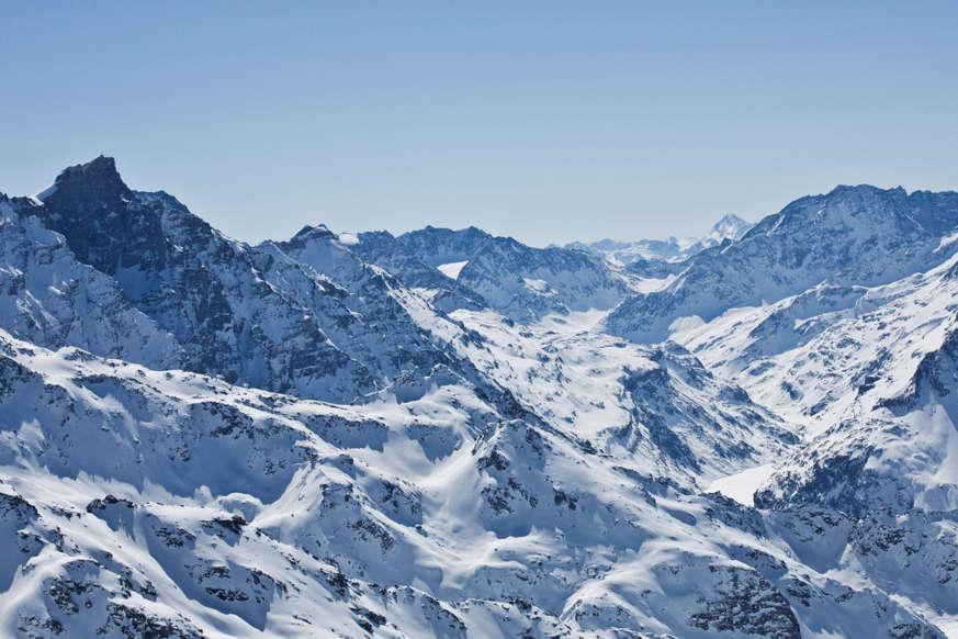 الشريحة 6 من 17: Scenics view of the Alps