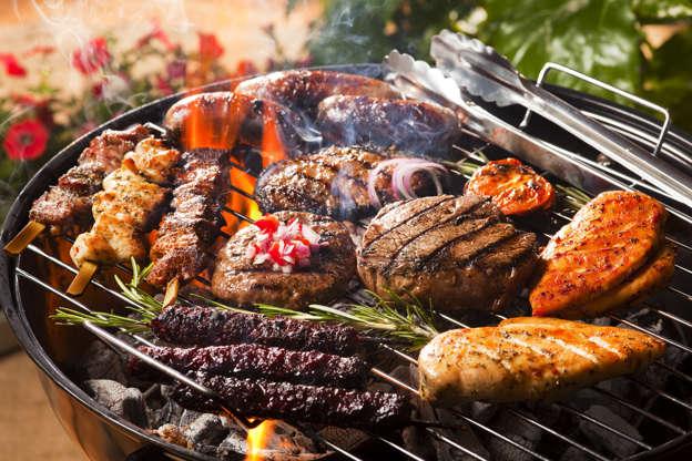 幻灯片 13 - 1: Cooking meat on the BBQ