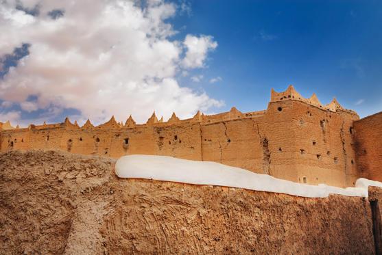 Diapositive 22 sur 28: Patrimônio Mundial da Unesco, a cidade no meio do deserto vive com temperaturas acima dos 55ºC registrados diariamente.