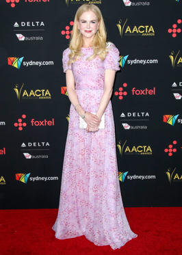 Slide 4 de 18: Mandatory Credit: Photo by Jim Smeal/REX/Shutterstock (9308470bx) Nicole Kidman 7th AACTA International Awards, Arrivals, Los Angeles, USA - 05 Jan 2018 WEARING CAROLINA HERRERA