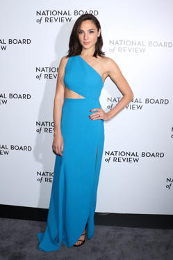 Slide 61 de 61: Mandatory Credit: Photo by Gregory Pace/REX/Shutterstock (9313227af) Gal Gadot The National Board of Review Awards Gala, Arrivals, New York, USA - 09 Jan 2018