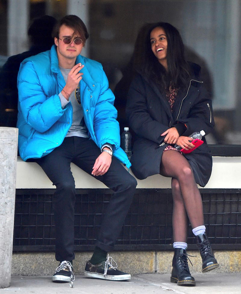 a man and a woman sitting on a bench: New photos of Malia Obama and her boyfriend in New York.