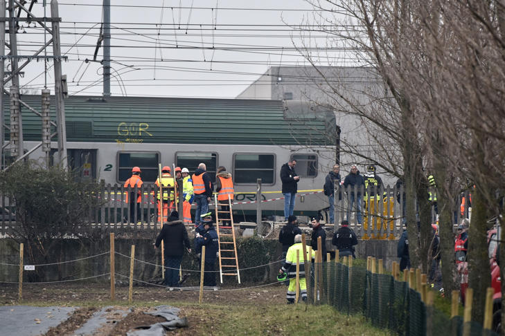 Italian rescuers and policemen work on the site of a train derailment, on January 25, 2018 near Milan.