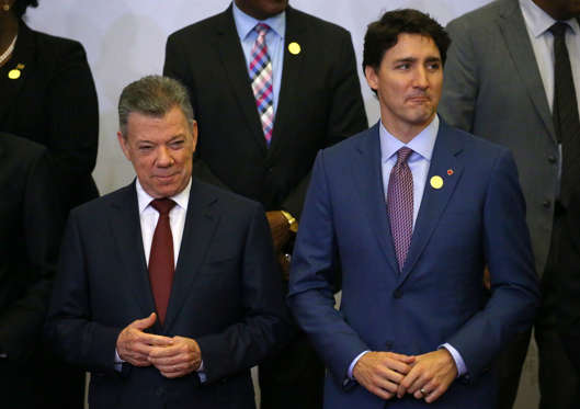 Colombia's President Juan Manuel Santos and Canada's Prime Minister Justin Trudeau attend the family photo during the VIII Summit of the Americas in Lima, Peru April 14, 2018. REUTERS/ Ivan Alvarado