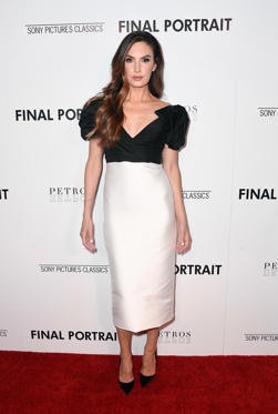 Slide 14 de 49: CAPTION: WEST HOLLYWOOD, CA - MARCH 19: Elizabeth Chambers attends the premiere of Sony Pictures Classics' 'Final Portrait' at Pacific Design Center on March 19, 2018 in West Hollywood, California. (Photo by Frazer Harrison/Getty Images)