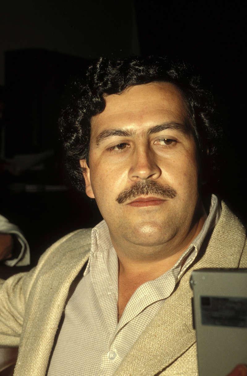 Il consomme de la cocaïne sur la tombe d'escobar en se filmant...Les proches réagissent!