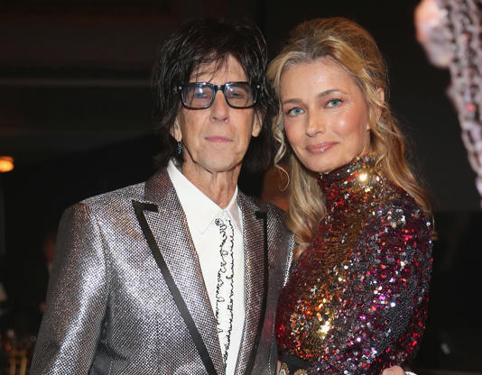 Diapositiva 9 de 50: CLEVELAND, OH - APRIL 14: Inductee Ric Ocasek of The Cars and Paulina Porizkova attend 33rd Annual Rock & Roll Hall of Fame Induction Ceremony at Public Auditorium on April 14, 2018 in Cleveland, Ohio. (Photo by Kevin Kane/Getty Images For The Rock and Roll Hall of Fame)