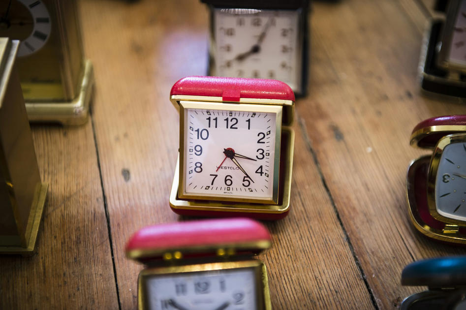 Schools scrapping traditional clocks because so many children can't tell the TIME