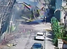 Moment scaffolding crashes from burning building