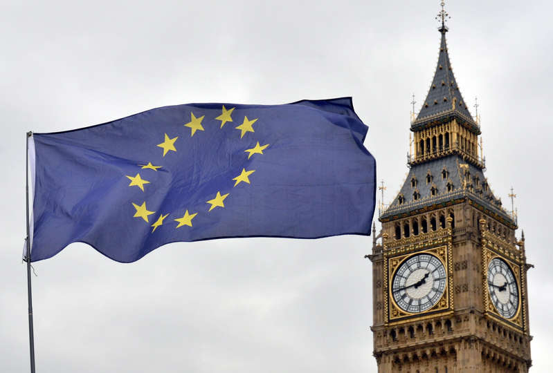 UK legally bound to pay £39bn Brexit 'divorce bill' before EU trade deal agreed, admits minister