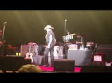 Willie Nelson Walks Off Stage During Charlotte Show