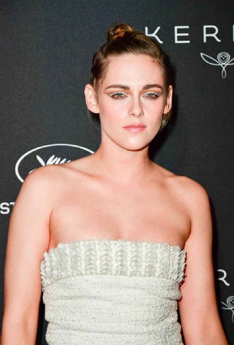 Kristen Stewart's pearl adorned Chanel dress (E-Press / Splash News)