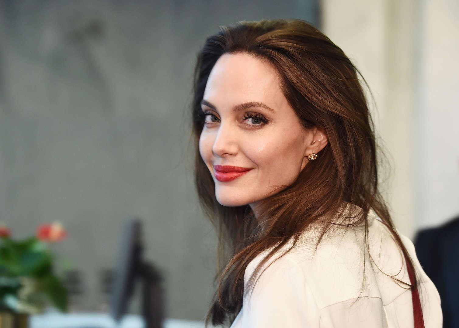Angelina dør hendes bror