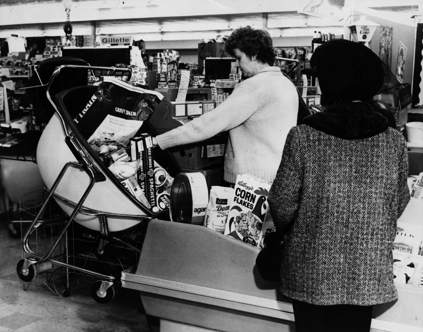 Slide 8 of 45: 25th August 1968: The new supermarket trolley called the 'Load-a-Matic' which can be unloaded by the cashier without help from the customer. It is being used in the USA.