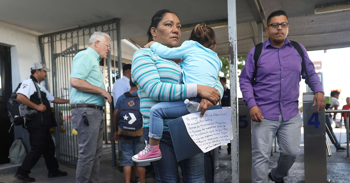 Trump reverses course, signs order ending family separations on southern border
