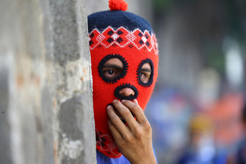 A masked demonstrator clashes with riot police during a protest against Nicaragua's President Daniel Ortega's government in Masaya, Nicaragua June 2, 2018. REUTERS/Oswaldo Rivas