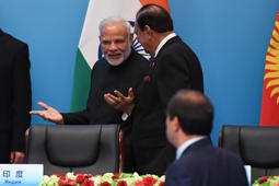 Indian Prime Minister, Narendra Modi (L) talks with Pakistan's President Mamnoon Hussain after a signing ceremony during the Shanghai Cooperation Organisation (SCO) Summit in Qingdao, Chinas Shandong province on June 10, 2018. (Photo by WANG ZHAO / AFP)        (Photo credit should read WANG ZHAO/AFP/Getty Images)