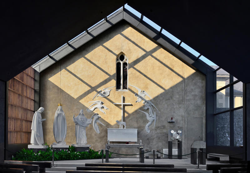 Ireland, County Mayo, Knock Shrine, Apparition Chapel, Altar with white marble statues on the wall where the apparition of the Blessed Virgin took place on August 21st 1879. (Photo by: Eye Ubiquitous/UIG via Getty Images)