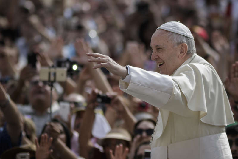 SAINT PETER'S SQUARE, VATICAN CITY, VATICAN - 2018/06/06: Pope Francis greets the audience  during the Weekly General Audience in St. Peter's Square. (Photo by Giuseppe Ciccia/Pacific Press/LightRocket via Getty Images)