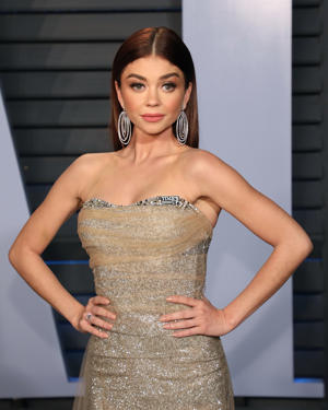 BEVERLY HILLS, CA - MARCH 04:  Sarah Hyland attends the 2018 Vanity Fair Oscar Party hosted by Radhika Jones at Wallis Annenberg Center for the Performing Arts on March 4, 2018 in Beverly Hills, California.  (Photo by Taylor Hill/FilmMagic)