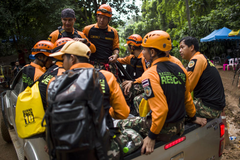 Thai rescue personnel are seen at the Tham Luang cave area as operations continue for the 12 boys and their coach trapped at the cave in Khun Nam Nang Non Forest Park in the Mae Sai district of Chiang Rai province on July 6, 2018. - A former Thai navy diver helping to rescue a football team trapped inside a flooded cave died July 6 as officials warned the window of opportunity to free the youngsters is 'limited'. (Photo by YE AUNG THU / AFP)        (Photo credit should read YE AUNG THU/AFP/Getty Images)