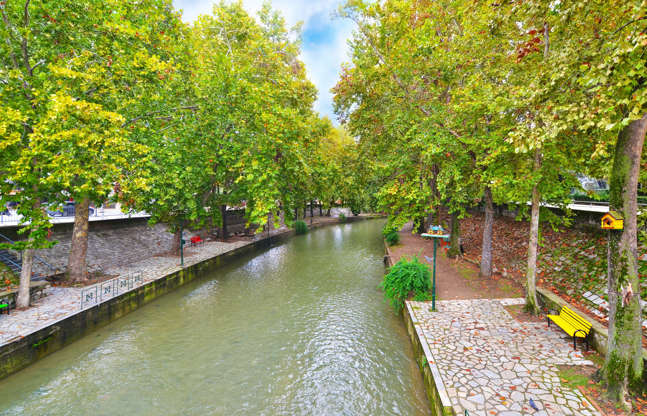 Διαφάνεια 5 από 35: Lithaios river flowing through the city of Trikala Thessaly Greece