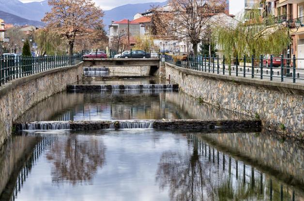 Διαφάνεια 32 από 35: The river of Florina, a popular winter destination in northern Greece, on an overcast day