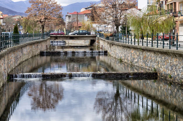 Διαφάνεια 32 από 35: The river of Florina, a popular winter destination in northern Greece, on an overcast day
