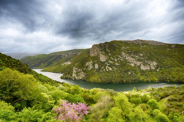 Διαφάνεια 19 από 35: distant view on Aliakmon river in North Greece, HDR from three shots