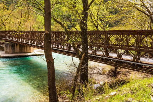 Διαφάνεια 17 από 35: A metallic bridge across a mountain river at Evrytania, Greece