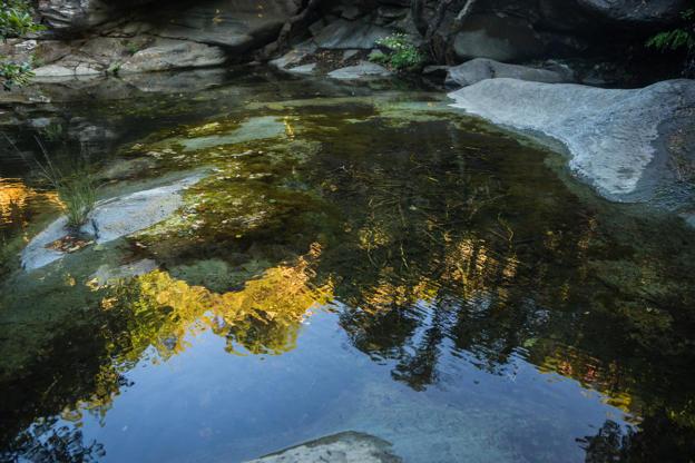 Διαφάνεια 14 από 35: Scenic landscape with the river and reflection in water on the island of Andros, Greece