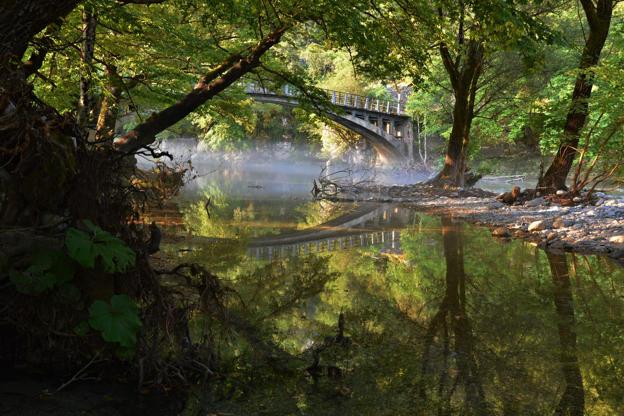 Διαφάνεια 8 από 35: Morning mist above the Voidomatis river near the Papigo bridge at Zagori, Epirus, Greece.