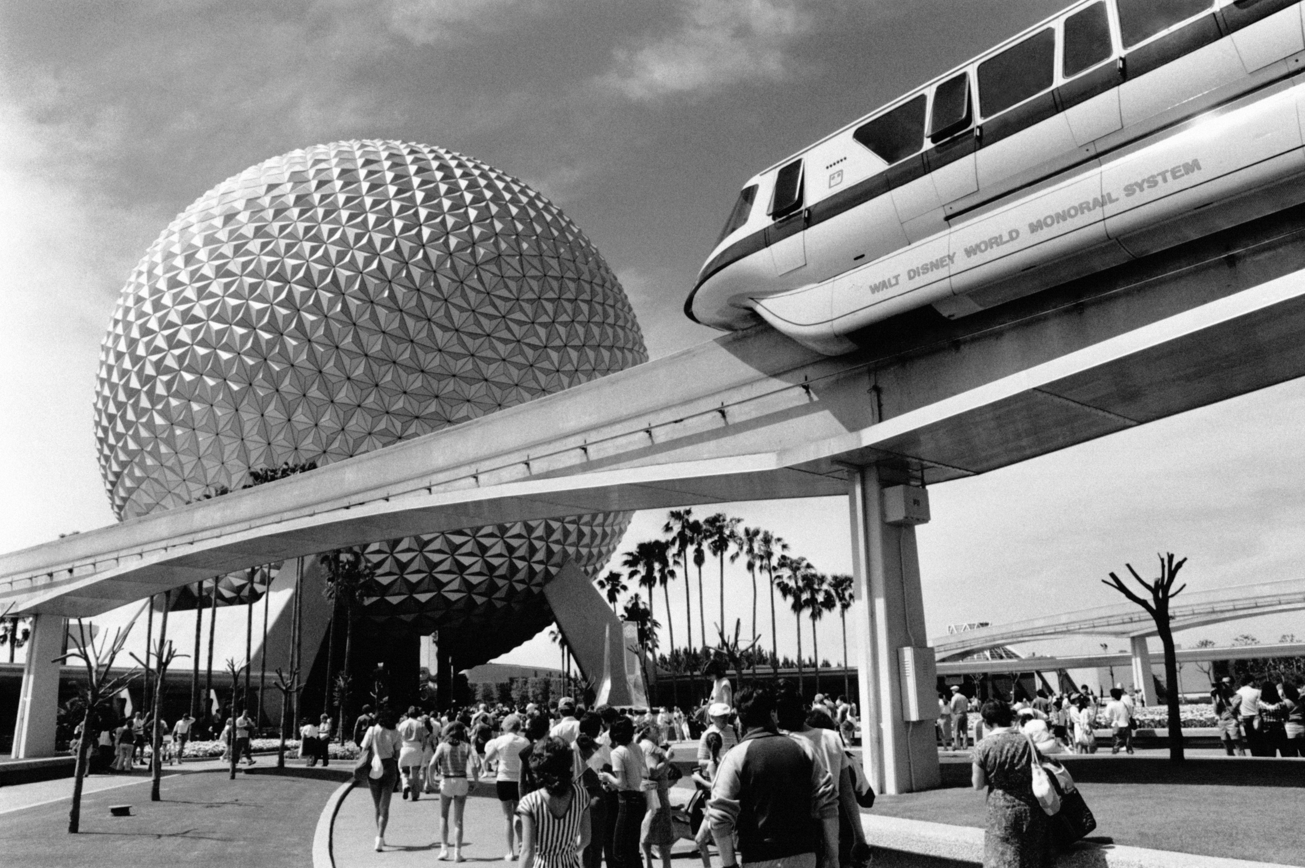 Slide 31 of 33: La sphère Spaceship Earth d'EPCOT Center dans le parc Walt Disney World Resort, à Orlando en Floride, aux Etats-Unis, en avril 1984. (Photo by Michel BARET/Gamma-Rapho via Getty Images)