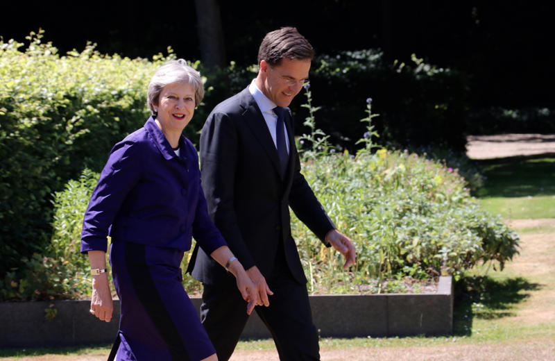 THE HAGUE, NETHERLANDS - JULY 03 : Dutch Prime Minister Mark Rutte (R) meets with his British counterpart Theresa May (L) for a work lunch at the Catshuis, The Hague, Netherlands on July 3, 2018.  (Photo by Abdullah Asiran/Anadolu Agency/Getty Images)