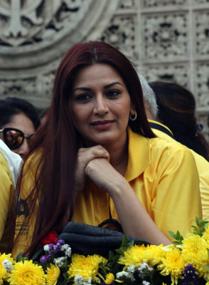 Indian Bollywood actress Sonali Bendre looks on during a promotional event for the Mumbai Marathon 2017 in Mumbai on January 15, 2017.   / AFP / STR        (Photo credit should read STR/AFP/Getty Images)