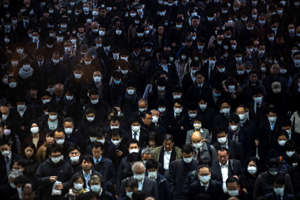 Crowds wearing protective masks, following an outbreak of the coronavirus, are seen at the Shinagawa station in Tokyo, Japan, March 2, 2020. REUTERS/Athit Perawongmetha