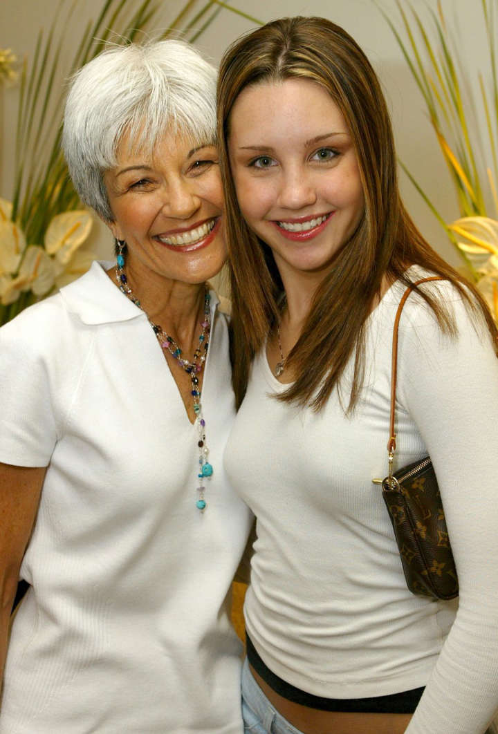 Amanda Bynes Mom Her Conservator Will Decide If She Can Get Married