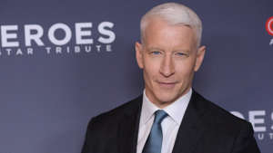 CNN news anchor Anderson Cooper earns $ 12 million (US) per year and has an approximate net worth of $ 100 million.