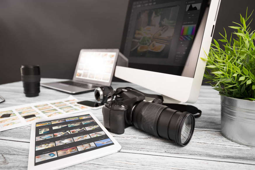 Diapositiva 8 de 45: Si eres un amante de la fotografía, puedes vender tus fotos a bancos de imágenes como iStock o Shutterstock, entre otros. Así podrás mostrar tu trabajo al mundo y lucrarte al mismo tiempo.