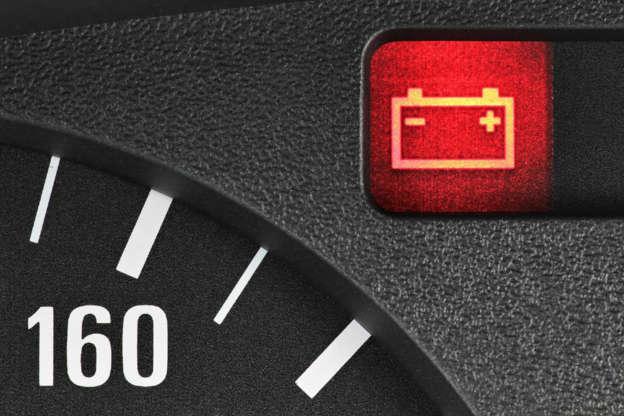 Diapositivo 8 de 29: Este símbolo indica que há um problema com o sistema de carregamento do carro. Isto não quer dizer que a bateria esteja a acabar.
