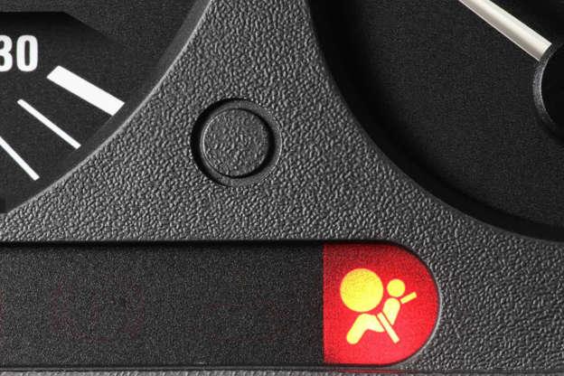 Diapositivo 12 de 29: Este símbolo indica que existe um problema com pelo menos um dos airbags do veículo.