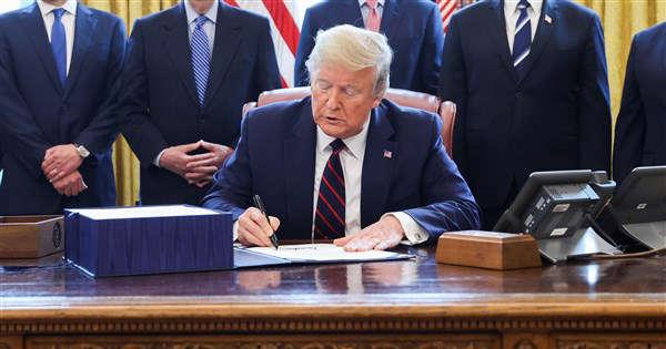Donald Trump firmato ordine esecutivo social media